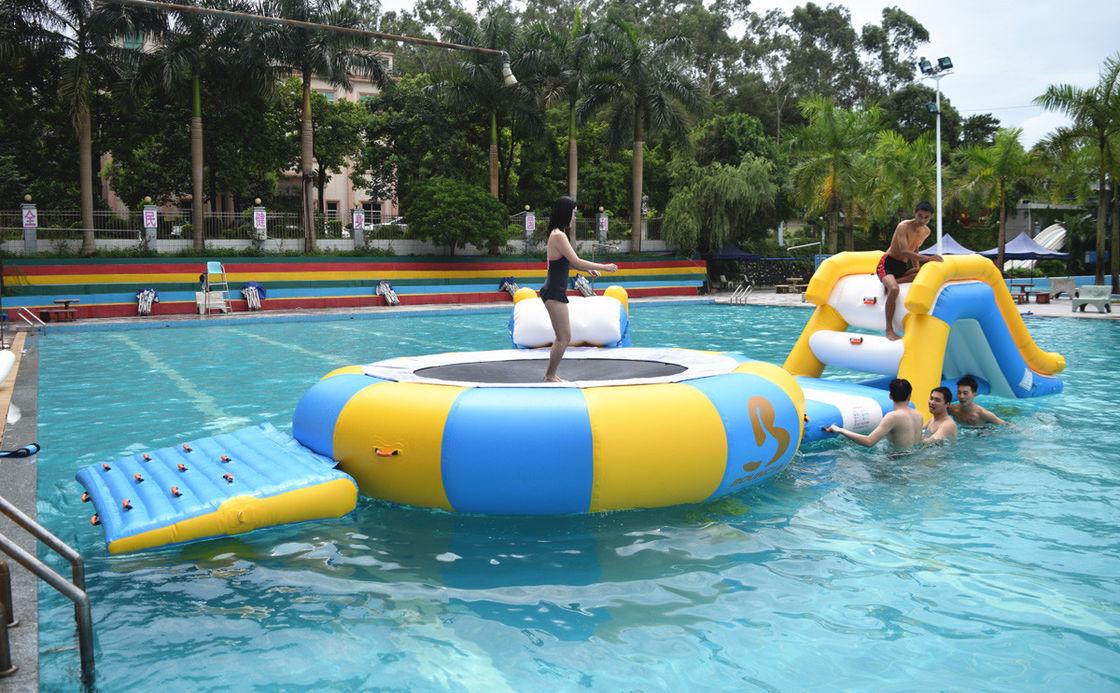 Mini Aufblasbare Sich Hin Und Herbewegende Wasser Park Ausrüstung
